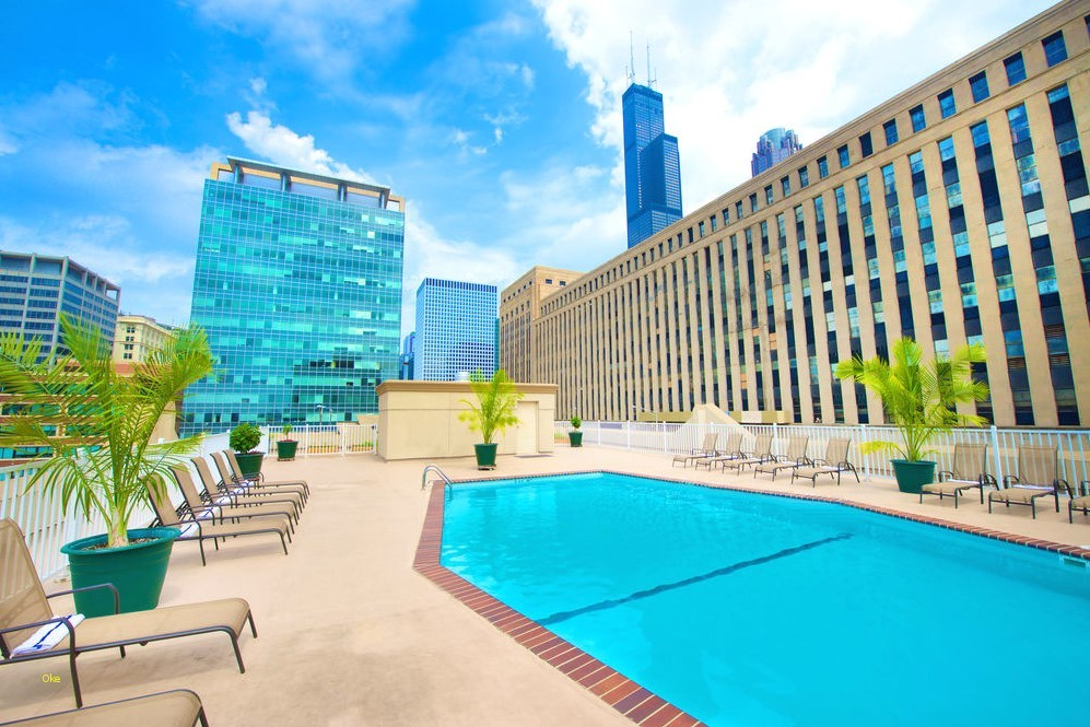 Chicago Hotels With Rooftop Pools