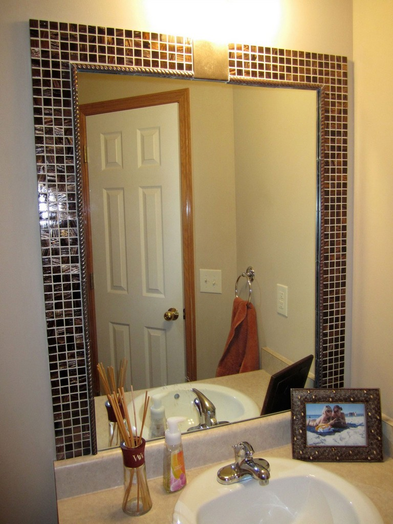 How To Decorate A Bathroom Mirror