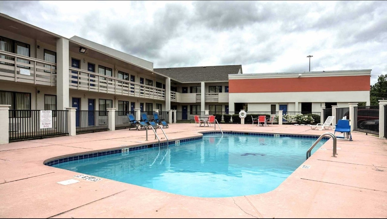 Swimming pools of tupelo top home information - Best home swimming pools ...
